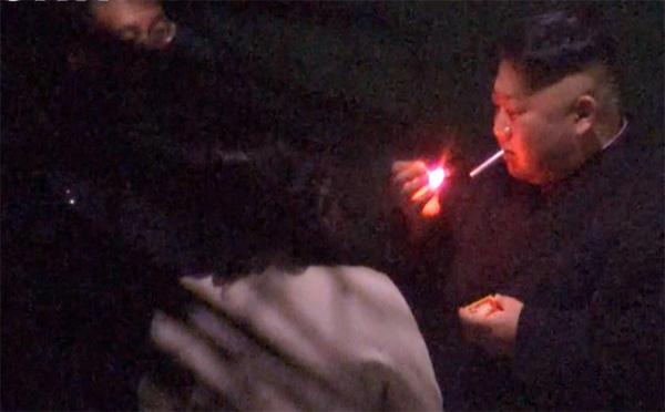 Vì sao ông Kim Jong Un chỉ dùng diêm mà không dùng bật lửa khi hút thuốc?-1