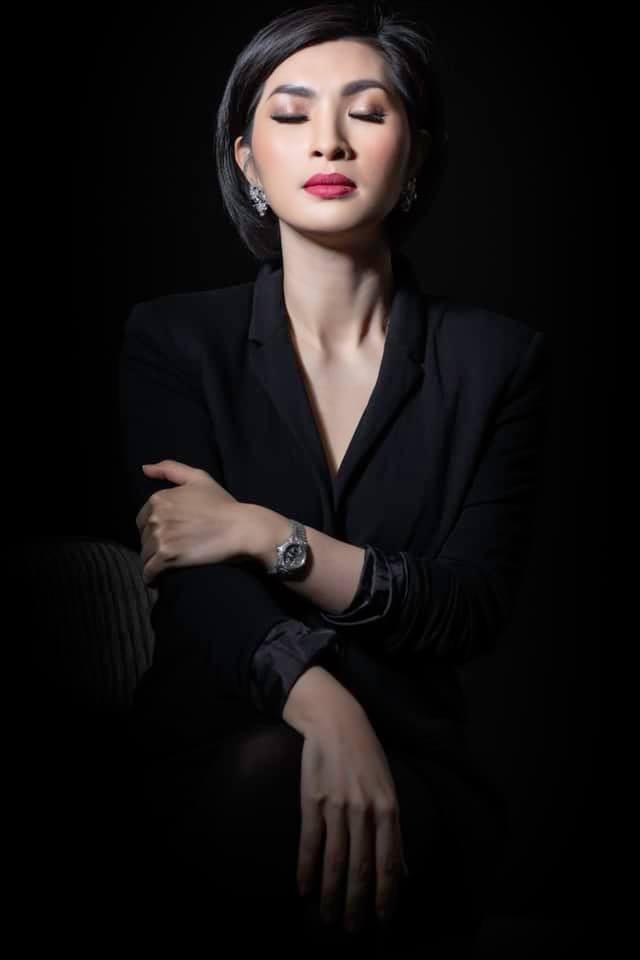 Nhan sắc rạng rỡ của nữ ca sĩ vừa trở về Việt Nam sau 15 năm biệt xứ vì scandal ảnh nóng-6