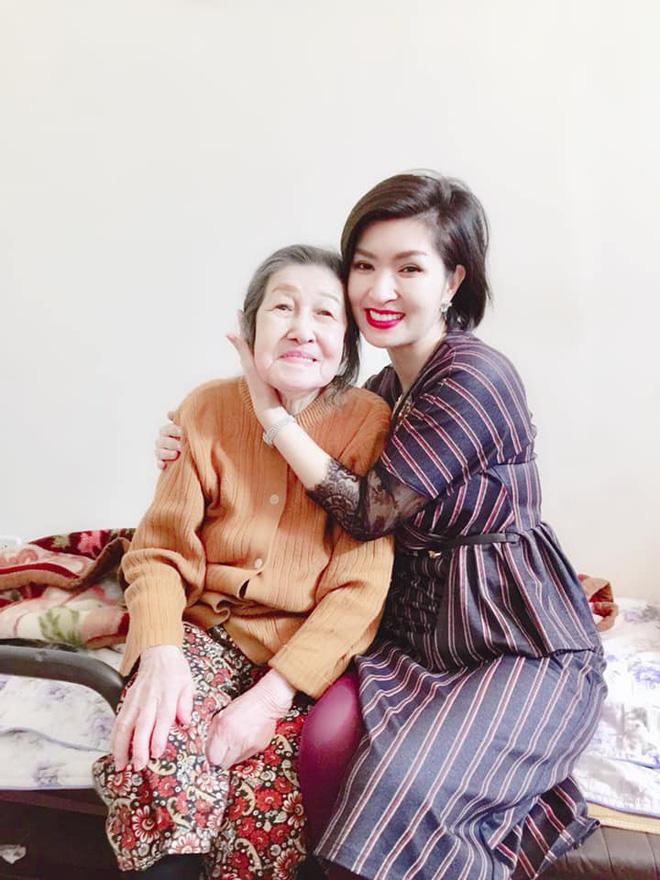 Nhan sắc rạng rỡ của nữ ca sĩ vừa trở về Việt Nam sau 15 năm biệt xứ vì scandal ảnh nóng-3