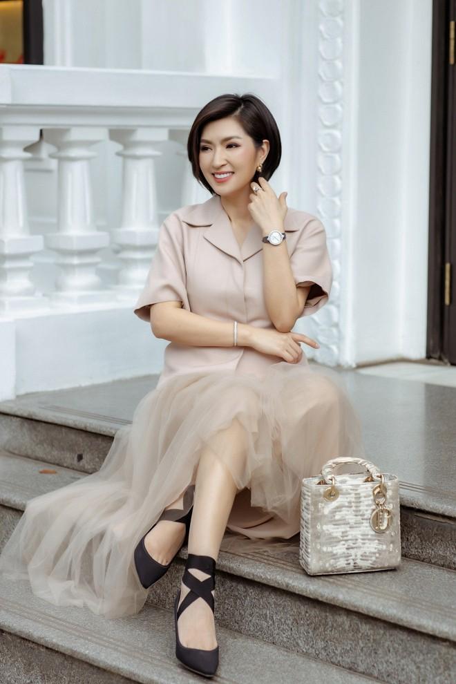 Nhan sắc rạng rỡ của nữ ca sĩ vừa trở về Việt Nam sau 15 năm biệt xứ vì scandal ảnh nóng-1