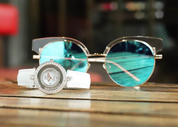 Quà đặc biệt 8/3: đồng hồ Diamond D giảm giá 20%-6