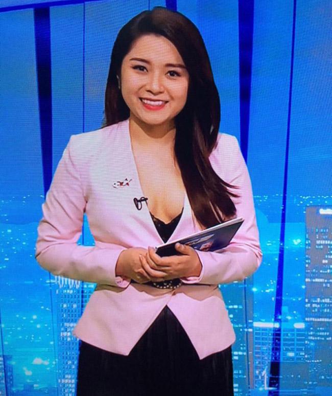 MC, biên tập viên mặc gợi cảm lên truyền hình gây xôn xao-1