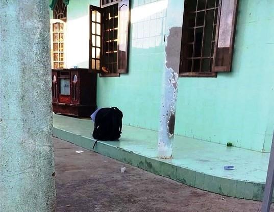 Cảnh sát nổ súng khống chế nam thanh niên đâm chết người ở Bình Thuận-1