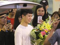 Trở về sau 3 tháng dưỡng thương tại Hàn Quốc, Đình Trọng khiến sân bay Nội Bài náo loạn lúc nửa đêm