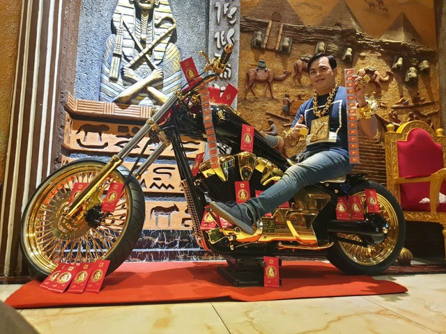 Bộ sưu tập mô tô tiền tỷ của người đàn ông đeo nhiều vàng nhất Việt Nam Phúc XO, dàn xe biển ngũ quỹ ít ai biết-3