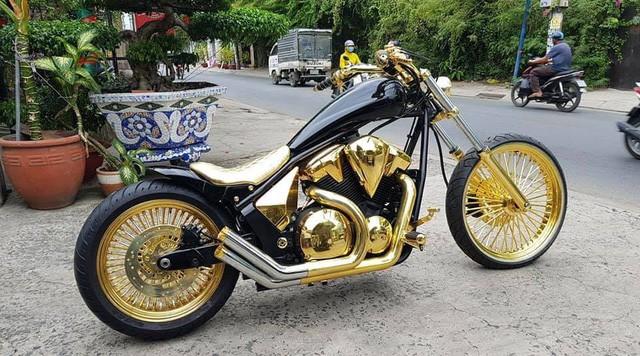 Bộ sưu tập mô tô tiền tỷ của người đàn ông đeo nhiều vàng nhất Việt Nam Phúc XO, dàn xe biển ngũ quỹ ít ai biết-4