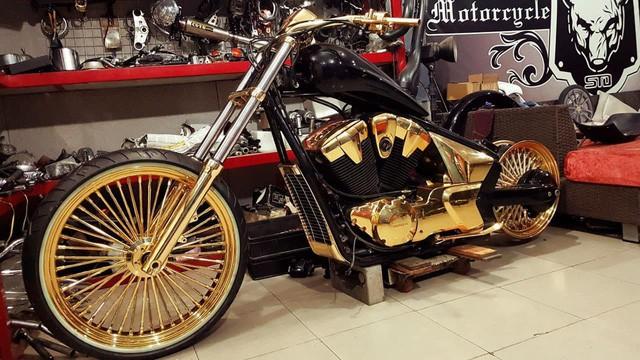 Bộ sưu tập mô tô tiền tỷ của người đàn ông đeo nhiều vàng nhất Việt Nam Phúc XO, dàn xe biển ngũ quỹ ít ai biết-7