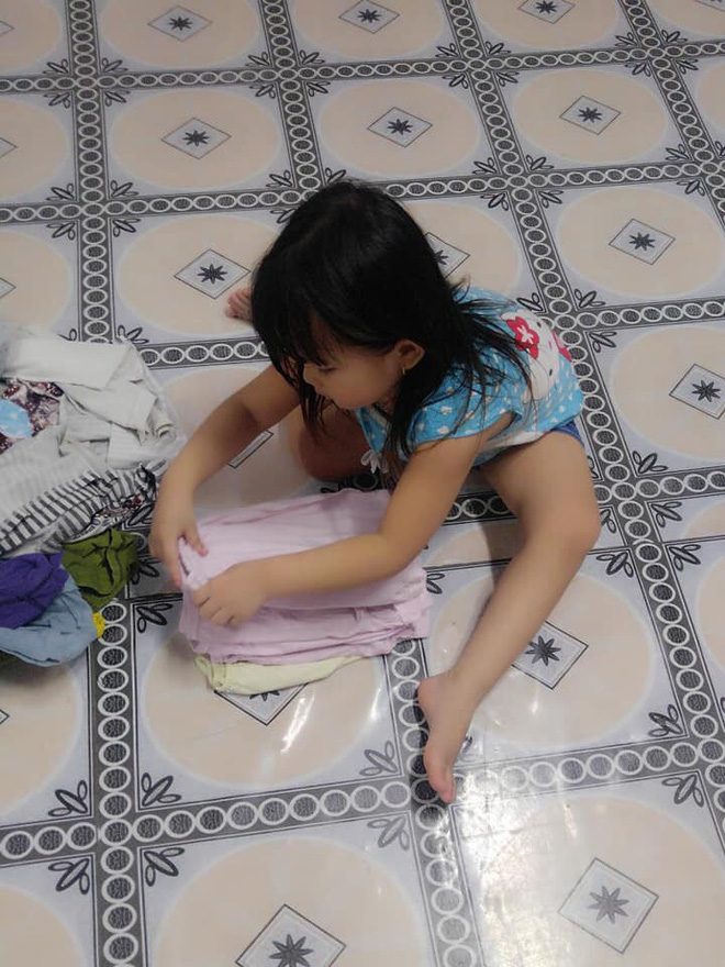 """Mẹ sinh con bằng cả mạng sống"""" và hình ảnh bé 4 tuổi tất bật làm việc nhà gây tranh cãi-9"""