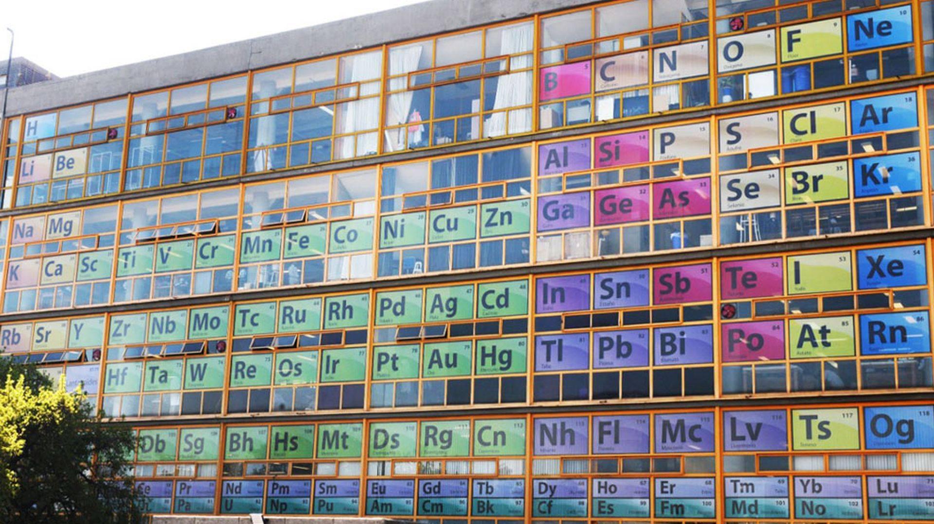IQ vô cực: Sợ sinh viên quên kiến thức, trường trang trí tất cả cửa số là bảng tuần hoàn hoá học-2