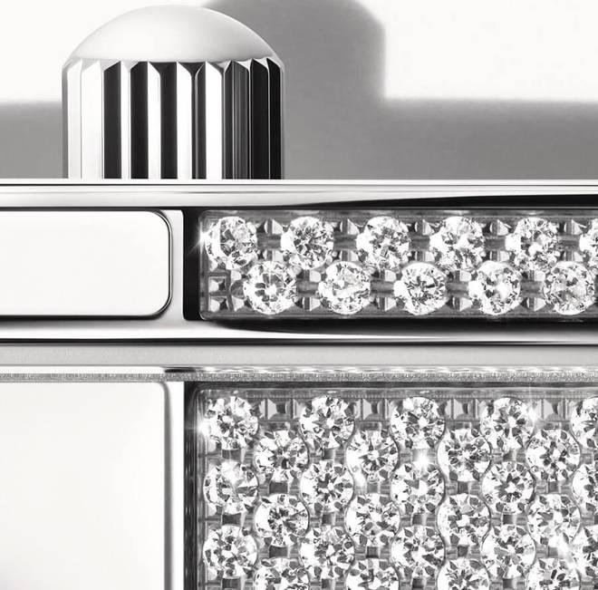 Bóc giá chiếc đồng hồ đính 122 viên kim cương lấp lánh mới nhất của Ngọc Trinh-4