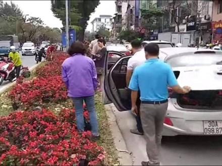 Lãnh đạo cty cây xanh đề nghị trích xuất camera tìm những người đánh ô tô