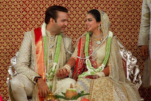 Soi vào những đám cưới dát vàng ở Ấn Độ để thấy sự xa hoa có lí lẽ của nó-3