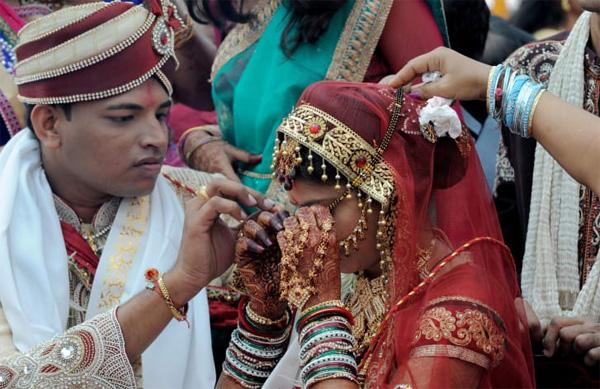 Soi vào những đám cưới dát vàng ở Ấn Độ để thấy sự xa hoa có lí lẽ của nó-8