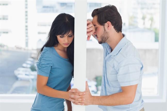 Không thể sinh con, đến khi định nhờ em gái mang thai hộ thì chồng mới thú nhận sự thực khiến tôi điếng hồn-1