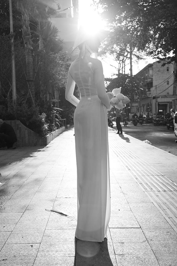 Ngất ngây với hình ảnh HHen Niê dạo phố dưới ánh nắng chiều-6