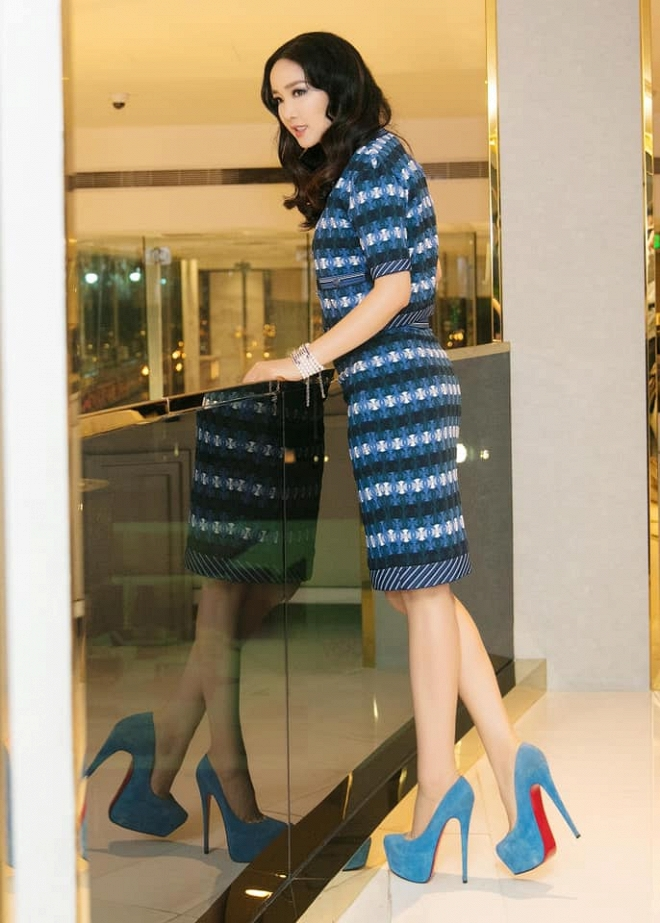 Hoa hậu Giáng My thả dáng sang chảnh với cây đồ hiệu-1