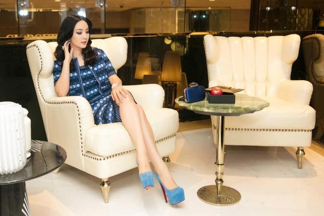 Hoa hậu Giáng My thả dáng sang chảnh với cây đồ hiệu-10