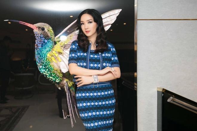 Hoa hậu Giáng My thả dáng sang chảnh với cây đồ hiệu-11