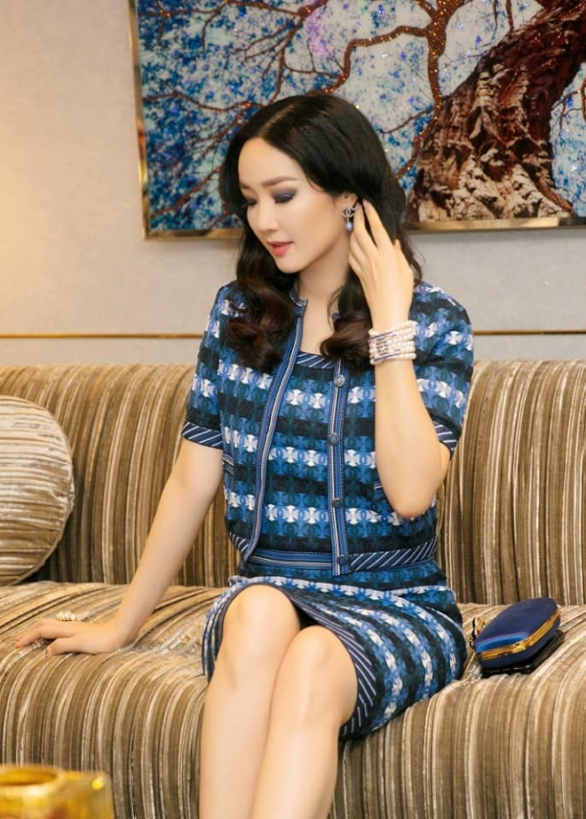 Hoa hậu Giáng My thả dáng sang chảnh với cây đồ hiệu-3