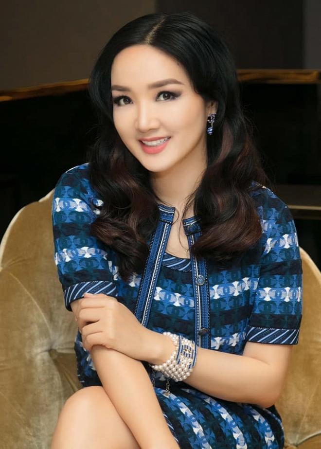 Hoa hậu Giáng My thả dáng sang chảnh với cây đồ hiệu-5