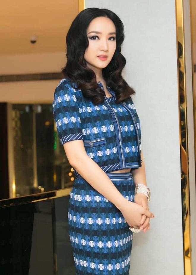 Hoa hậu Giáng My thả dáng sang chảnh với cây đồ hiệu-7
