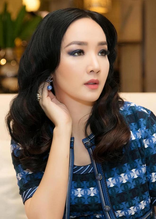 Hoa hậu Giáng My thả dáng sang chảnh với cây đồ hiệu-8