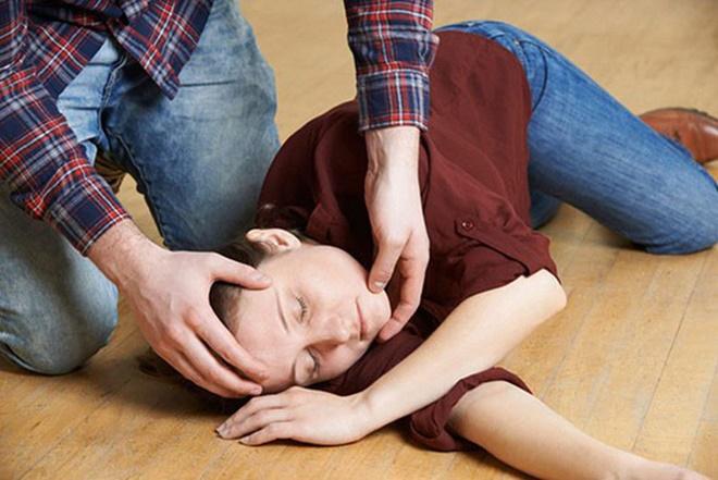 Nam diễn viên Luke Perry qua đời ở tuổi 52 sau một cơn đột quỵ, cảnh báo bệnh ngày càng trẻ hóa đáng sợ!-5