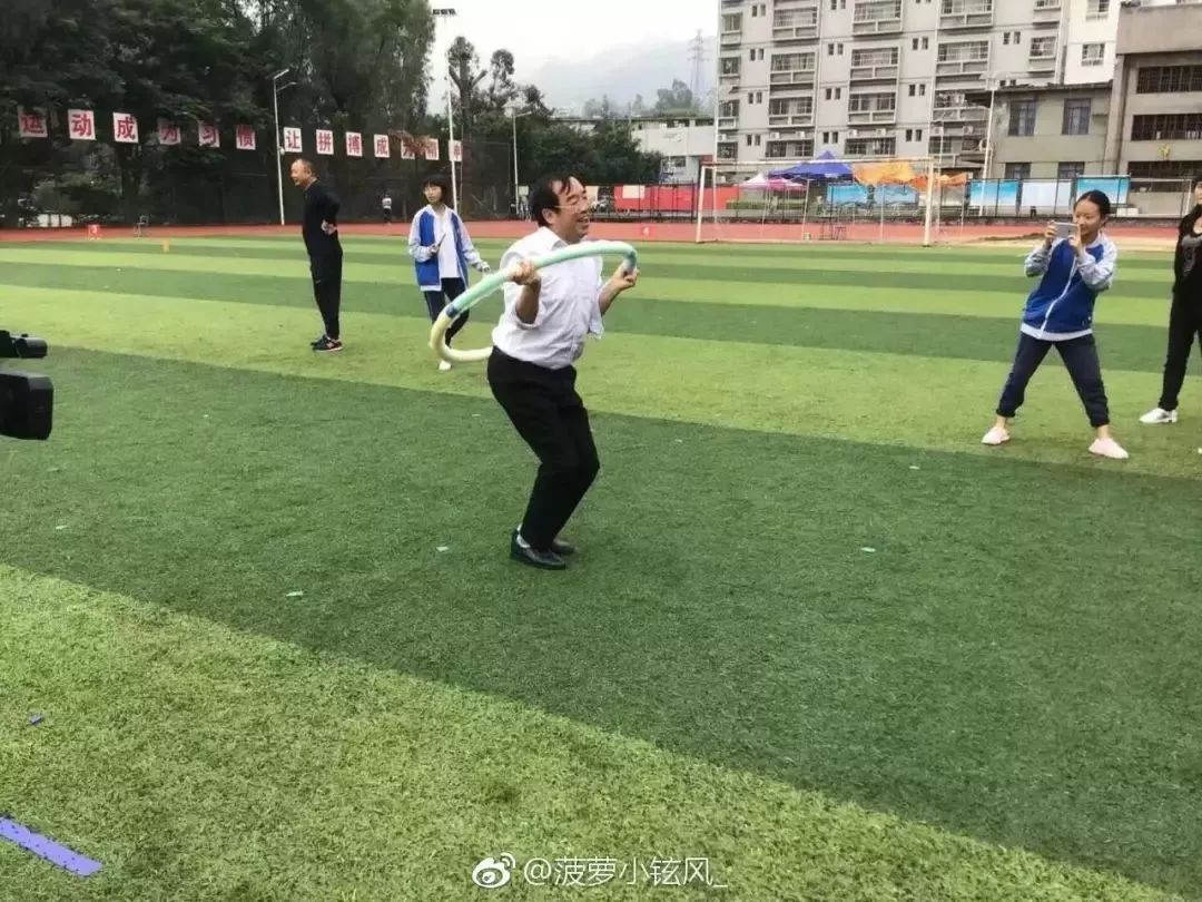 Chết cười khi thầy cô tham gia thi đấu thể thao: những pha tạo dáng và biểu cảm có tính giải trí cực mạnh-9