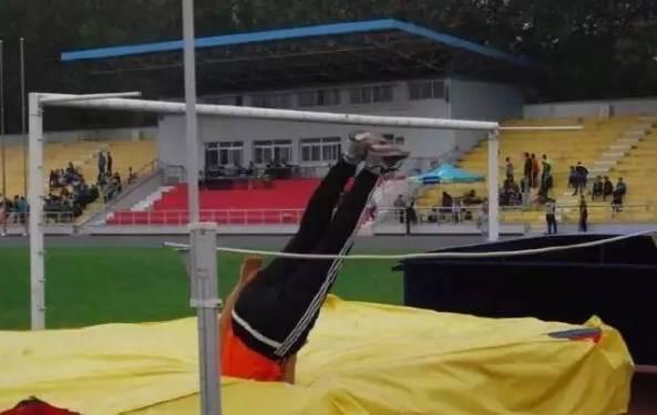 Chết cười khi thầy cô tham gia thi đấu thể thao: những pha tạo dáng và biểu cảm có tính giải trí cực mạnh-11