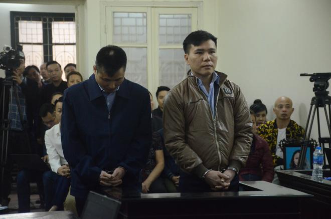 Nỗi đau và giọt nước mắt của 2 người mẹ trong phiên xét xử ca sĩ Châu Việt Cường nhét tỏi vào miệng khiến cô gái trẻ tử vong-1