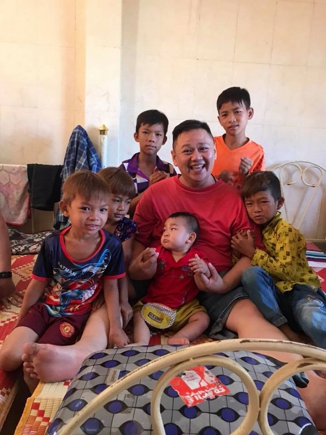 Từng ở tù vì tội dâm ô, Minh Béo vẫn hào hứng đăng ảnh chụp với nhiều em nhỏ-2