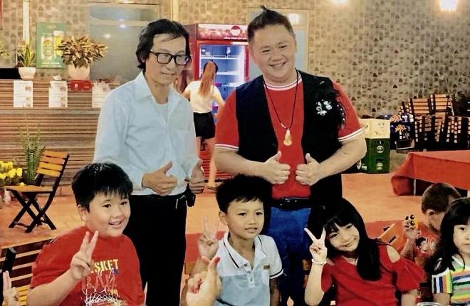 Từng ở tù vì tội dâm ô, Minh Béo vẫn hào hứng đăng ảnh chụp với nhiều em nhỏ-8