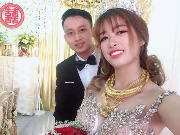 Hình ảnh cô dâu đeo vàng trĩu người khiến dân mạng hài hước xuýt xoa: Lấy chồng đúng là một gánh nặng!-1