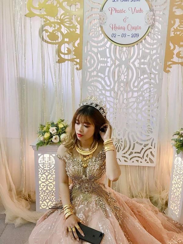 Hình ảnh cô dâu đeo vàng trĩu người khiến dân mạng hài hước xuýt xoa: Lấy chồng đúng là một gánh nặng!-2