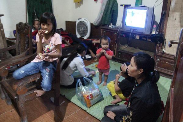 Mẹ trẻ Hà Nội sinh 8 đứa con sau 12 năm kết hôn: Tôi quên ngày 8/3 lâu rồi-1