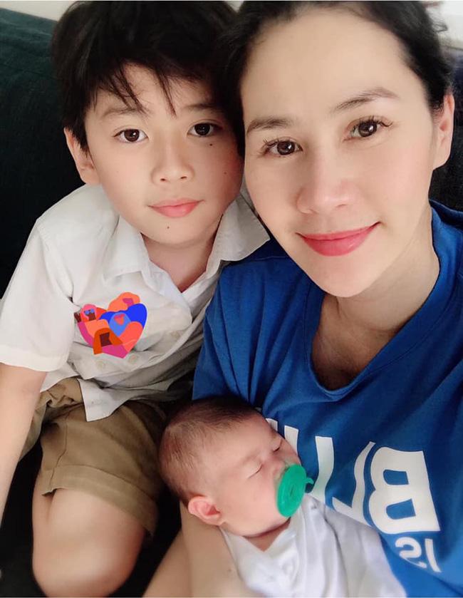 Thân Thúy Hà trở về Việt Nam, tiết lộ con trai lần đầu gặp em gái còn ngại vì lỡ nói điều này-1