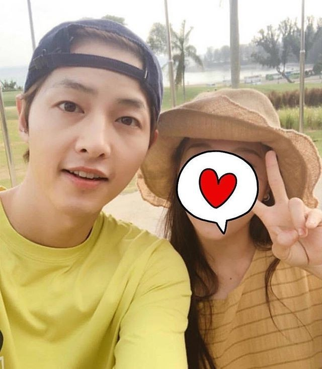 Ơn giời, Song Joong Ki cuối cùng cũng đã chịu đeo nhẫn cưới rồi!-6
