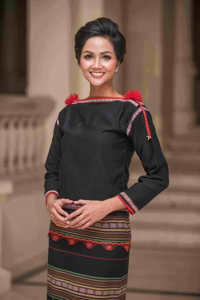 Dù là Hoa hậu đẹp nhất thế giới, HHen Niê cũng từng đầu hàng với những kiểu tóc này-11