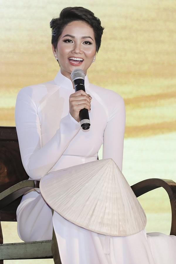 Dù là Hoa hậu đẹp nhất thế giới, HHen Niê cũng từng đầu hàng với những kiểu tóc này-12