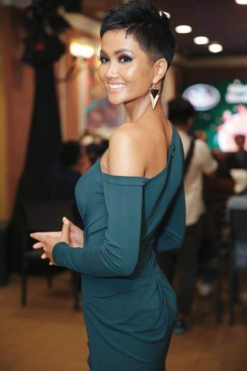 Dù là Hoa hậu đẹp nhất thế giới, HHen Niê cũng từng đầu hàng với những kiểu tóc này-3