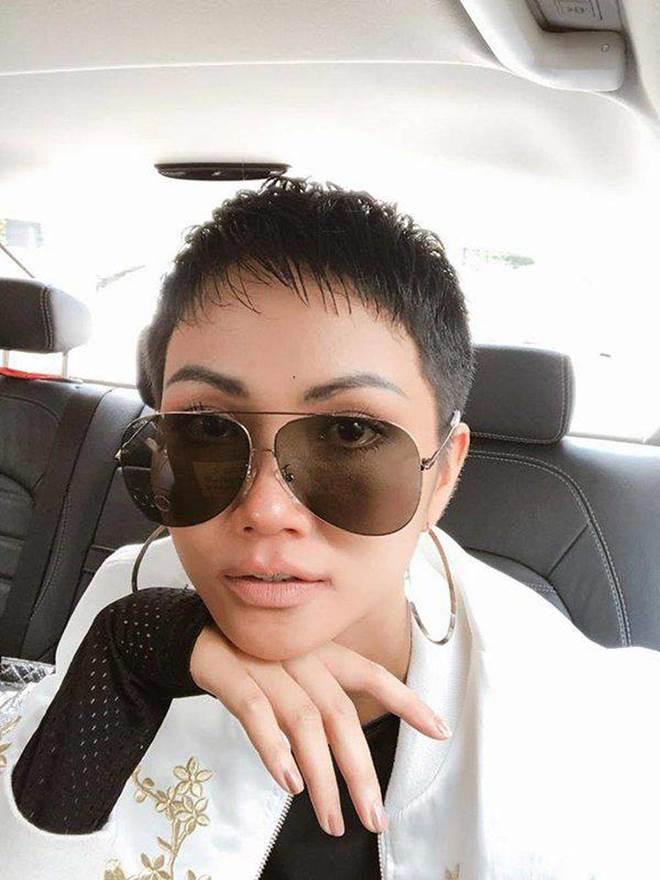 Dù là Hoa hậu đẹp nhất thế giới, HHen Niê cũng từng đầu hàng với những kiểu tóc này-4