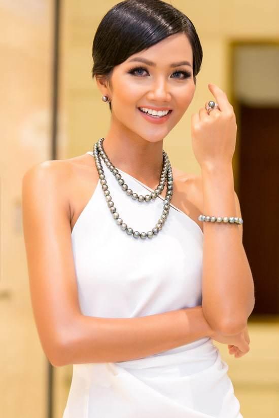 Dù là Hoa hậu đẹp nhất thế giới, HHen Niê cũng từng đầu hàng với những kiểu tóc này-7