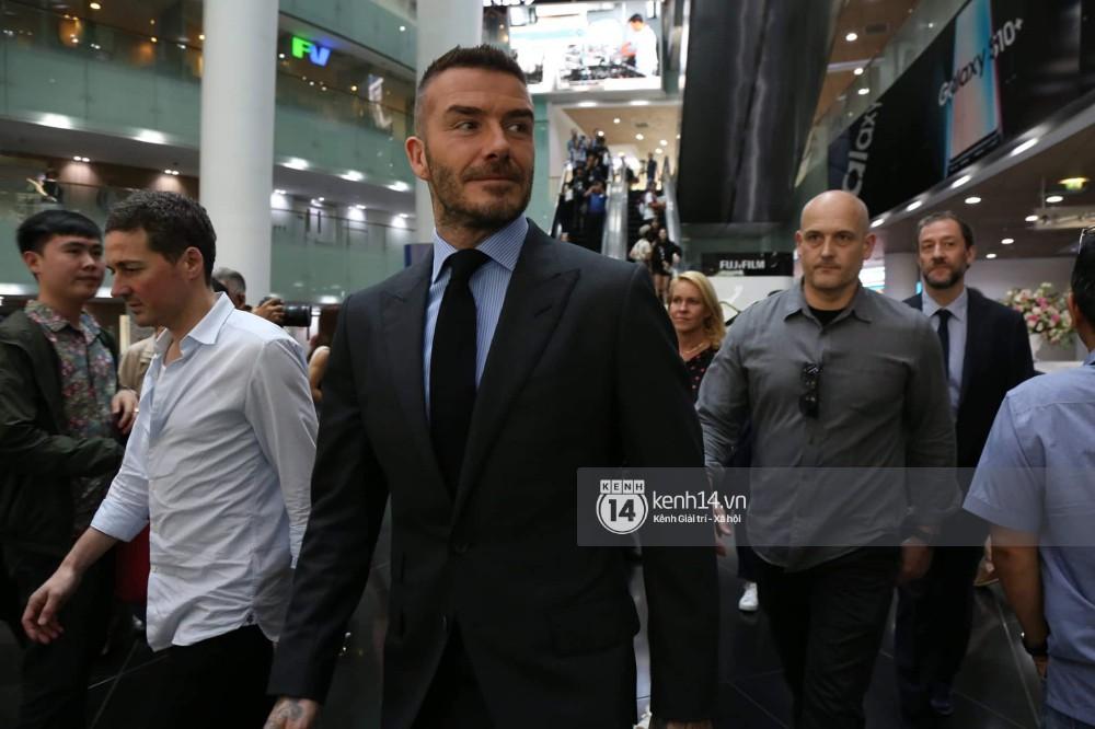 David Beckham được bảo vệ nghiêm ngặt, diện vest lịch lãm tại họp báo ở Việt Nam-2