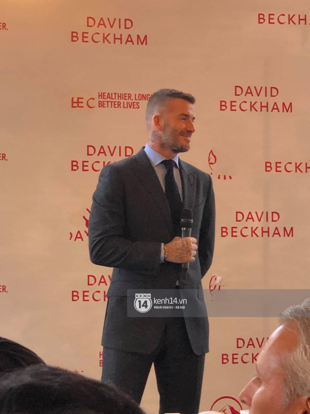 David Beckham được bảo vệ nghiêm ngặt, diện vest lịch lãm tại họp báo ở Việt Nam-1