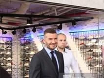 David Beckham được bảo vệ nghiêm ngặt, diện vest lịch lãm tại họp báo ở Việt Nam
