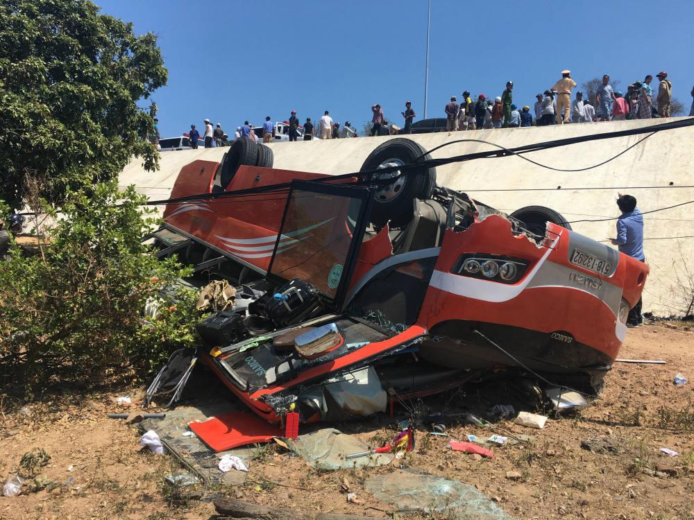 Xe khách lao xuống vực ở Mũi Né, nhiều du khách bị thương-1