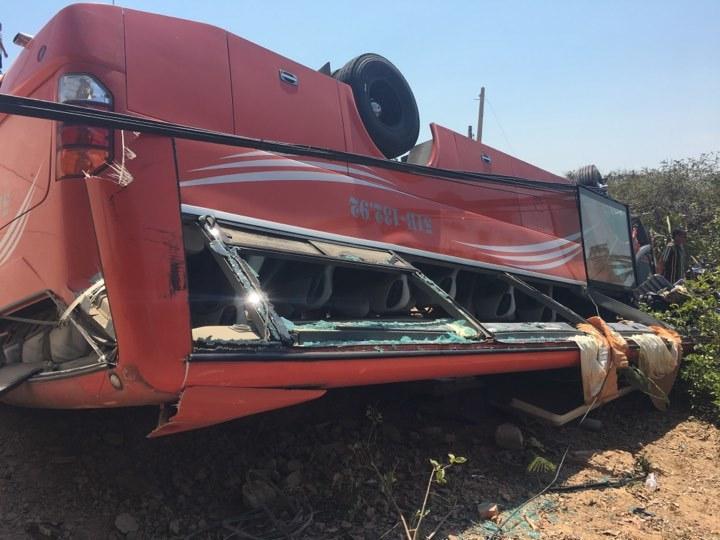 Xe khách lao xuống vực ở Mũi Né, nhiều du khách bị thương-3