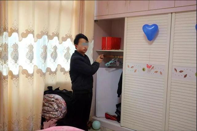 Tới dự đám cưới bạn, chàng trai đột nhập vào phòng tân hôn làm chuyện xấu hổ-1