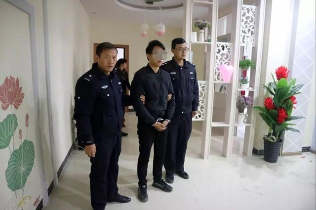 Tới dự đám cưới bạn, chàng trai đột nhập vào phòng tân hôn làm chuyện xấu hổ-2