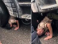Bức ảnh được chia sẻ nhiều trên MXH: Đầu nạn nhân ghì sát bánh xe tải và khoảnh khắc thoát chết ám ảnh!
